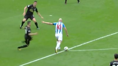 Socceroos' Aaron Mooy scores screamer in Huddersfield win over Newcastle