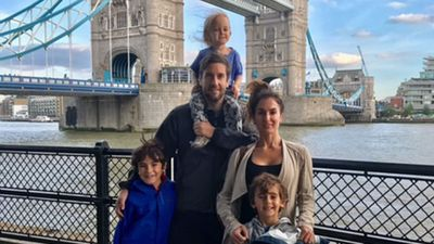 Family kicked off flight for child's headlice