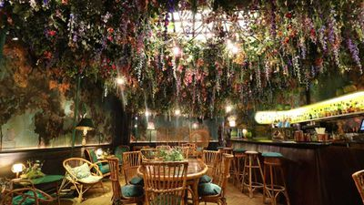 London's most Instagrammed restaurant filled with thousands of flowers