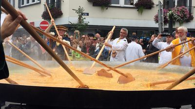 Belgian town makes 'egg-cellent' giant omelette