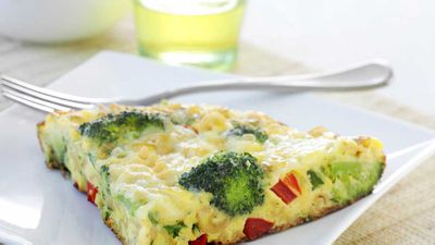 Cheesy pasta and broccoli frittata