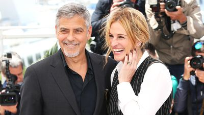 Julia Roberts schools George Clooney on how to handle twins
