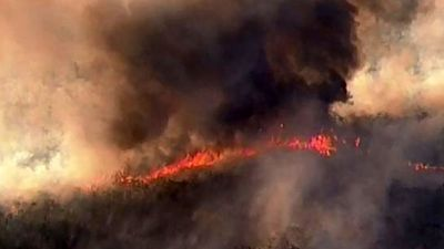Out-of-control bushfire approaches homes on Sunshine Coast