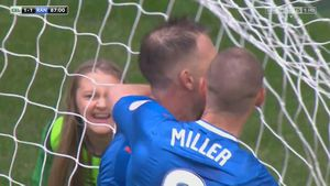 Ballgirl gets her point across