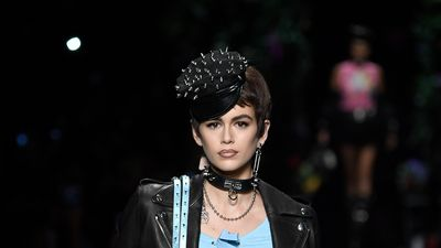 Kaia Gerber channels mum Cindy on the runway