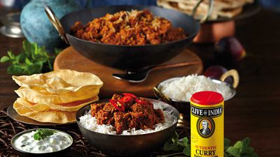 Beef curry with tomato and coconut