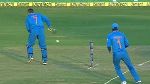 Dhoni's masterful hands