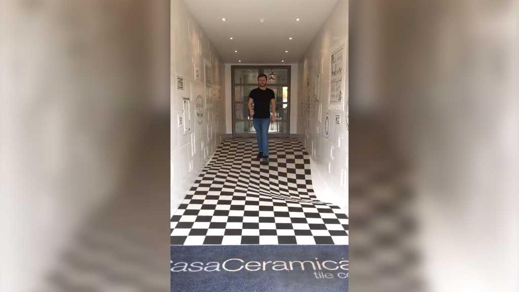 Tile showroom's illusion floor