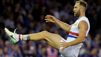 Western Bulldogs' Travis Cloke takes mental health break from AFL