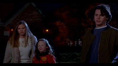 Actress Vinessa Shaw announces pregnancy with 'cheeky' Hocus Pocus throwback