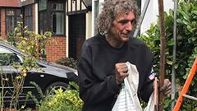 Homeless man becomes online sensation after helping roofers on work site