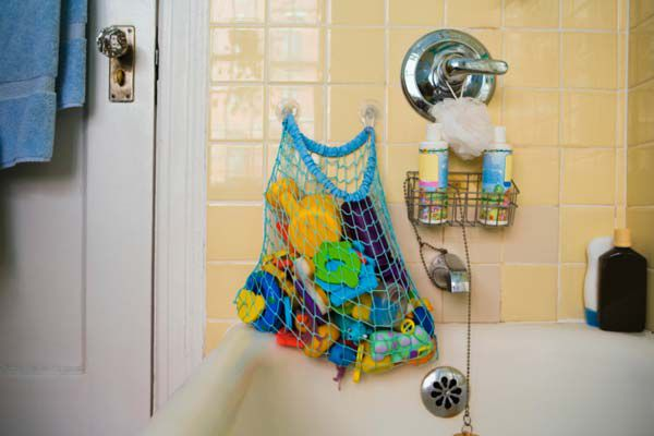 Store kids' bath toys in a mesh container that can be hung over the tap (Thinkstock)
