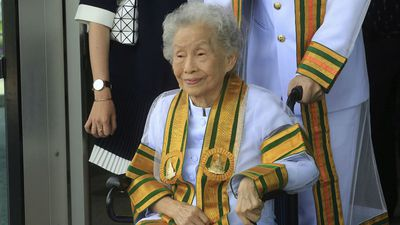 Thai woman achieves lifelong dream of university degree at 91