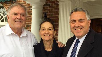 Australian Ambassador to the US and former federal treasurer Joe Hockey posing for a photo with with outgoing Australian Ambassador to the US Kim Beazley and wife Susie in Washington. (AAP)
