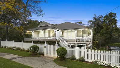 Top blogger's renovated Queenslander for sale