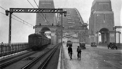 First cars and trains cross the Sydney Harbour Bridge