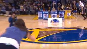 Curry helps fan win cash