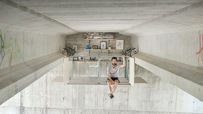 Designer suspends secret studio apartment under an overpass