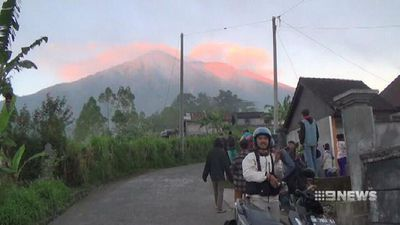 Tens of thousands flee rumbling Bali volcano