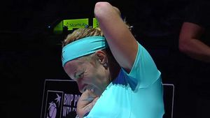 Kuznetsova gives herself a haircut