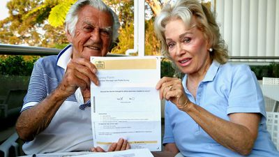 Bob Hawke votes 'yes' in same-sex marriage survey