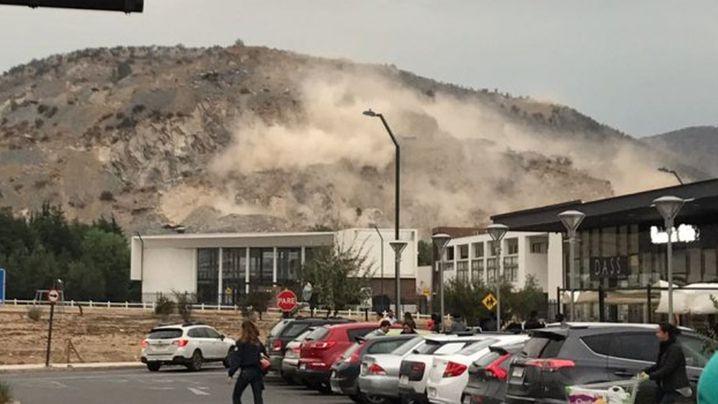 Damage north of Santiago, inland from Valparaiso. (Twitter / @Cooperativa)