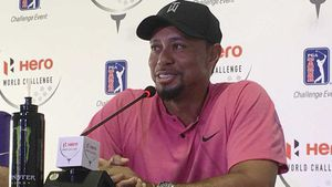 Woods cracks joke on return to golf