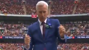 Pardew apologises for celebratory dance