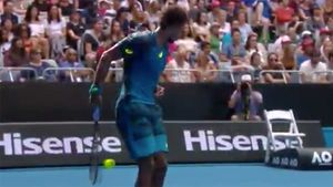 Monfils captures set with nothing shot