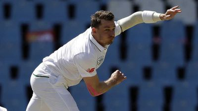 Steyn strikes for South Africans