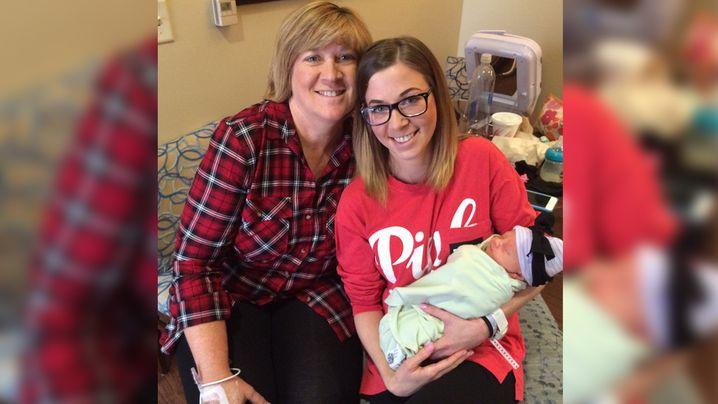 Ms Thompson, Ms McKissack and newborn Kelcey. (Twitter/@TheMedCtrPlano)