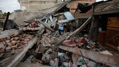 Mexico earthquake: Death toll at 225 as frantic search for survivors continues