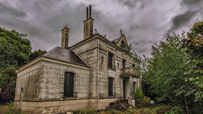 Photographer finds abandoned French mansion