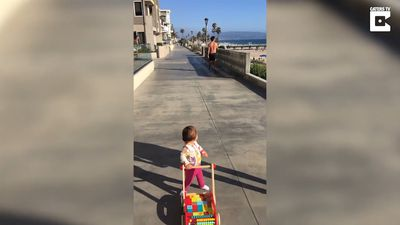 Toddler can't keep her eyes off shirtless jogger