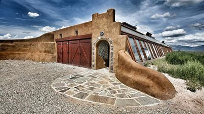 Earthships:these zero-waste homes produce clean water and food