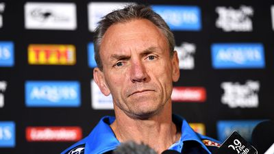 Gold Coast Titans sack coach Neil Henry following dispute with Jarryd Hayne