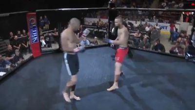 MMA fighter gets KO'ed in 3 seconds after show of sportsmanship