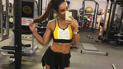 Kayla Itsines posts stretch marks selfie