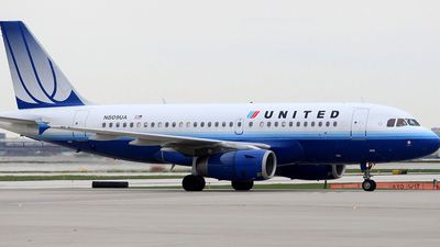 United Airlines stops girls wearing leggings from boarding a plane