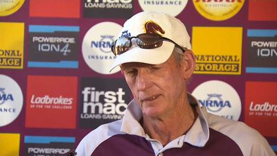 Brisbane Broncos coach Wayne Bennett tells Gold Coast Titans to stand strong against player power