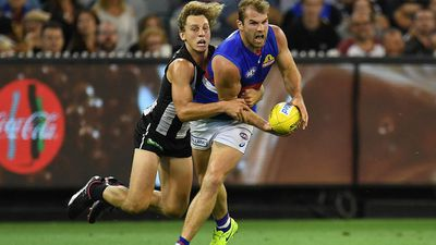 Bulldogs hold off Magpies in AFL opener