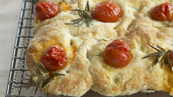 Walnut and tomato flat bread