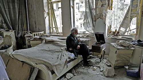 Elderly man's photo perfectly captures Syria's fall