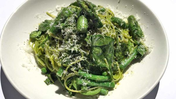 Parsley and walnut pesto spaghettini