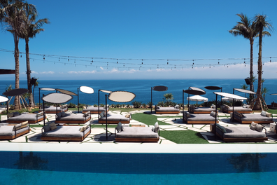 Ulu Cliffhouse pool and daybeds