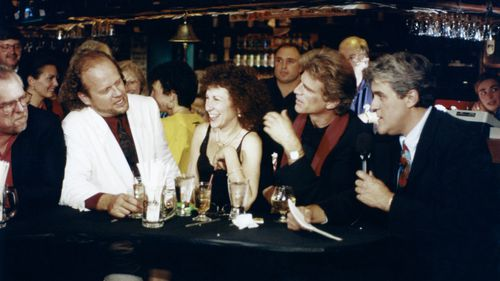 'Cheers' says goodbye with a guest appearance from Jay Leno in 1993.