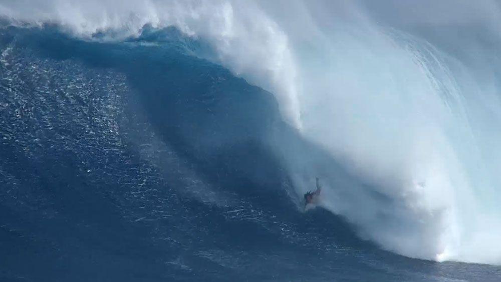 Big wave rider turns bodysurfer after wipeout