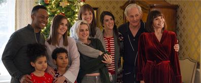 Eric (Burl Moseley), Magnus (Anis N'Dobe), Sloane (Alison Brie), Matilda (Asiyih N'Dobe), Abby (Kristen Stewart), Harper (Mackenzie Davis), Jane (Mary Holland), Ted (Victor Garber) and Tipper (Mary Steenburgen) in Happiest Season.