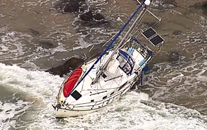 Search underway for 'missing' fisherman off Sunshine Coast, mystery yacht runs aground