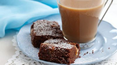"""<a href=""""http://kitchen.nine.com.au/2016/05/16/10/21/snickers-brownie"""" target=""""_top"""">Snickers brownie</a>"""